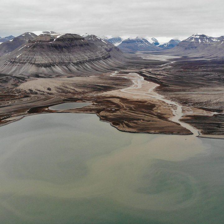 Plastik na lodowcu Spitsbergen