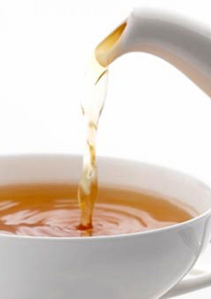 Jak picie herbaty wpływa na pracę mózgu?