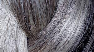 Trwałe pozbycie się siwych włosów