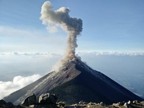 Ludzkość emituje więcej CO2 niż wulkany