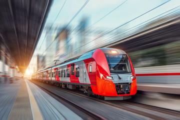 Kolej obniża zużycie energii elektrycznej