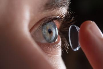 Soczewki kontaktowe w technologią rozszerzonej rzeczywistości