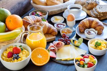 Obfite śniadanie zamiast dużego obiadu