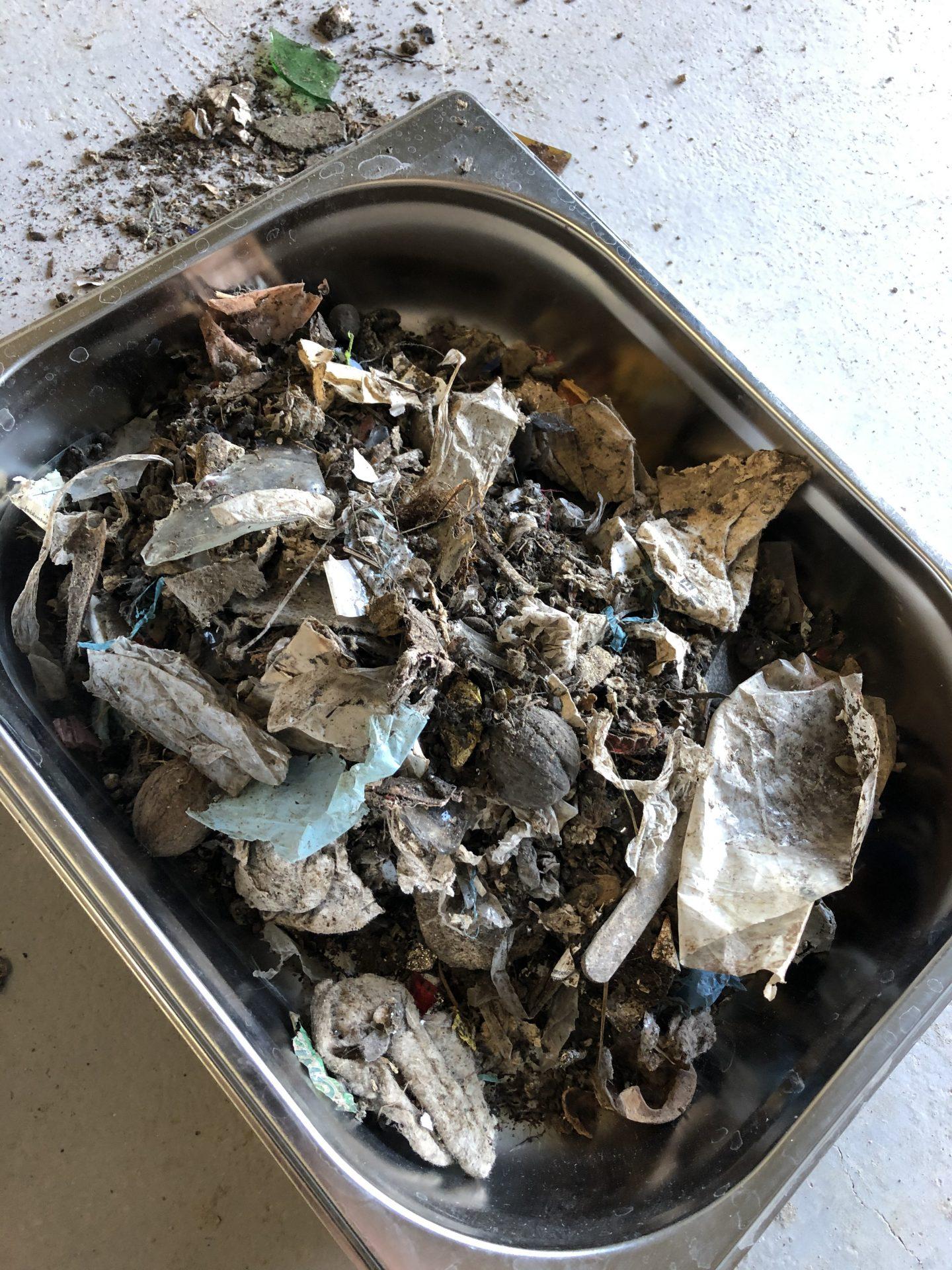 Próbka odpadów przed mieleniem
