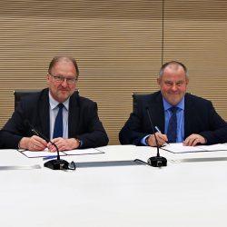 Podpisanie umowy o współpracy między PW i UW